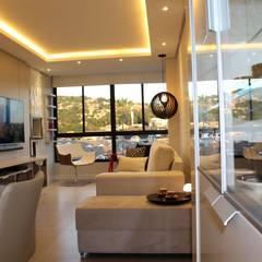 Ruang Keluarga oleh Tiede Arquitetos, Minimalis