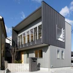 東多田の家 -開放的な2階リビング住宅-: 中澤建築設計事務所が手掛けた一戸建て住宅です。,