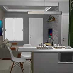 Studio em Porto Alegre : Cozinhas pequenas  por Arq.im
