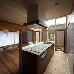 Projekty,  Kuchnia na wymiar zaprojektowane przez 株式会社高野設計工房
