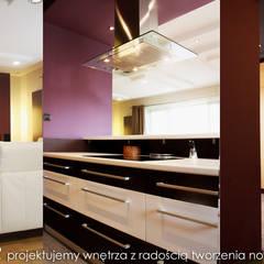 Dom w Skotnikach: styl , w kategorii Aneks kuchenny zaprojektowany przez MAXDESIGNER
