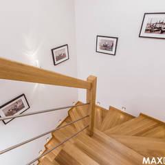 Ostoja spokoju pod Krakowem: styl , w kategorii Schody zaprojektowany przez MAXDESIGNER