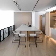 Cozinha multiusos por COZIBANHO Moderno Madeira Acabamento em madeira