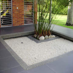Jardines zen de estilo  por DESIGNIO Arquitectura + Objetos