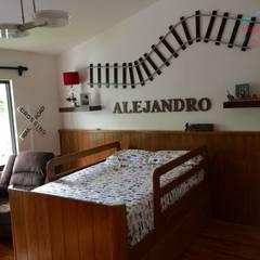 Recamara Alejandro : Recámaras para niños de estilo  por Happy Kids Muebles, Moderno Madera maciza Multicolor