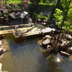 Jardin japones con estanque: Jardines japoneses de estilo  de Jardines Japoneses -- Estudio de Paisajismo, Asiático