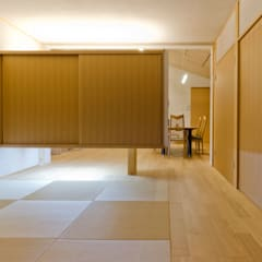 Cuartos de estilo  por 一級建築士事務所 感共ラボの森, Asiático