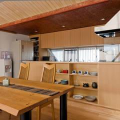 Cocinas de estilo  por 一級建築士事務所 感共ラボの森