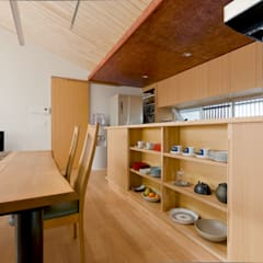 Kitchen units by 一級建築士事務所 感共ラボの森, Asian لکڑی Wood effect