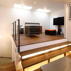 キューブBOXハウス: 一級建築士事務所 感共ラボの森が手掛けた階段です。