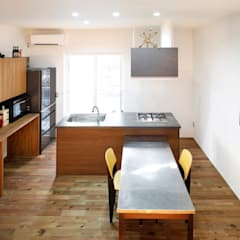 キューブBOXハウス: 一級建築士事務所 感共ラボの森が手掛けたシステムキッチンです。,モダン