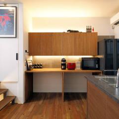 キューブBOXハウス: 一級建築士事務所 感共ラボの森が手掛けたキッチン収納です。