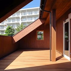 Balcony by 一級建築士事務所 感共ラボの森, Country لکڑی Wood effect