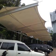 Tenda Membrane Parkiran: Atap oleh Raja Tenda Membrane, Modern Besi/Baja