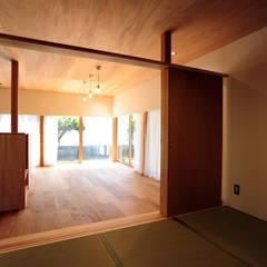 母の家: モノスタ'70が手掛けた和室です。,