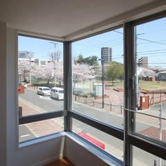 إضاءات طبيعية من سقف  تنفيذ 株式会社小木野貴光アトリエ 級建築士事務所,