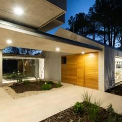 Casa CM: Casas unifamiliares de estilo  por Además Arquitectura,Minimalista Madera Acabado en madera