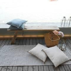من Tangerinas e Pêssegos - Design de Interiores & Decoração no Porto بحر أبيض متوسط خشب متين Multicolored