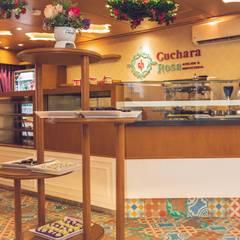 Cuchara Rosa : Espacios comerciales de estilo  por Almadera, Ecléctico Madera Acabado en madera