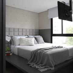 ห้องนอนขนาดเล็ก by INSIDE ARQUITETURA E DESIGN