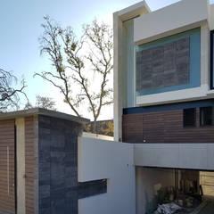Detached home by ARQCUBO ARQUITECTOS