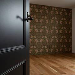There is: yuukistyle 友紀建築工房が手掛けた子供部屋です。,モダン