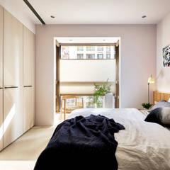 城.家:  臥室 by 樸十設計有限公司 SIMPURE Design