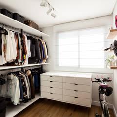 Dressing room by Luciana Ribeiro Arquitetura, Scandinavian MDF