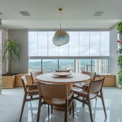 Balkon oleh LEDS Arquitetura, Modern
