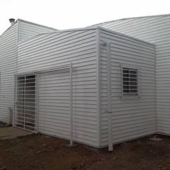 Ampliación Cesfam Las Quilas, Temuco: Casas unifamiliares de estilo  por CEC Espinoza y Canales LTDA