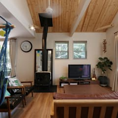 N House: 菅原浩太建築設計事務所が手掛けたリビングです。,ラスティック 木 木目調
