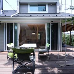 N House: 菅原浩太建築設計事務所が手掛けたテラス・ベランダです。,カントリー