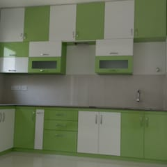 3BHK Flat :  Kitchen by SP Interiors
