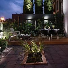 Jardines en la fachada de estilo  por arQmonia estudio, Arquitectos de interior, Asturias , Moderno