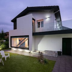 Detached home by arQmonia estudio