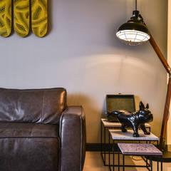 RESIDENSI 22 MONT' KIARA:  Living room by HOO DESIGN RESOURCES