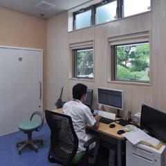 Hospitales de estilo  por (株)独楽蔵 KOMAGURA