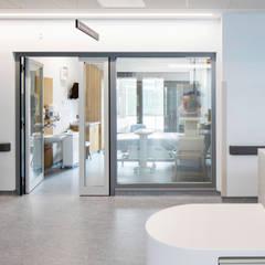 Hospitales de estilo  por HI-MACS® - LG Hausys