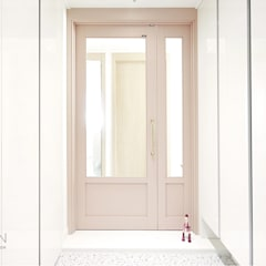 부산 전망 좋은 해운대 아파트 인테리어: 로하디자인의  복도 & 현관,모던