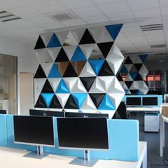 Aménagement open-space: Bureaux de style  par Tiphaine PENNEC