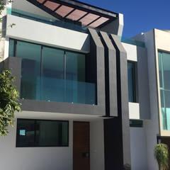 Casa Santillana : Casas multifamiliares de estilo  por EBA Architecture & Desing