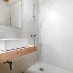 Baños de estilo  por ESTUDI 353 ARQUITECTES SLPU