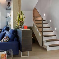 Ático en Madrid: Escaleras de estilo  de Ideas Interiorismo Exclusivo, SLU, Moderno