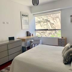 CERROS DE CAMACHO : Dormitorios de estilo  por Home Staging & Co.