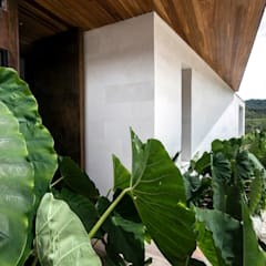 Flat roof by BASSICO ARQUITECTOS