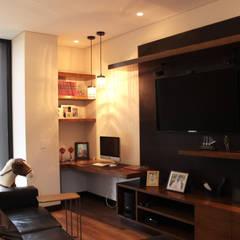 CASA C4: Estudios y despachos de estilo  por BASSICO ARQUITECTOS, Moderno