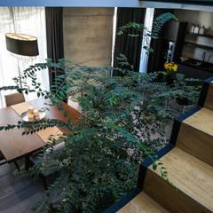 Casa Karla: Escaleras de estilo  por 21arquitectos, Minimalista