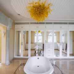 Phòng tắm phong cách thực dân bởi S Squared Architects Pvt Ltd. Thực dân Than củi Multicolored