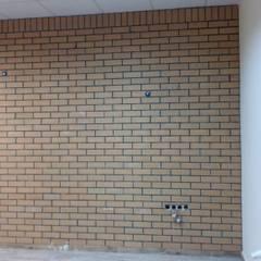 USTAOĞLU CEPHE İNŞAAT – SARI DOĞAL TAŞ:  tarz Duvarlar, Klasik Tuğla