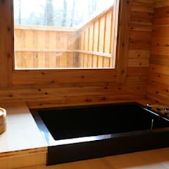 セカンドライフの別荘: 株式会社高野設計工房が手掛けた浴室です。